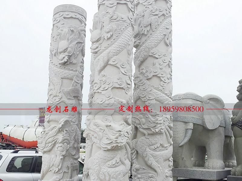 石雕盘龙柱